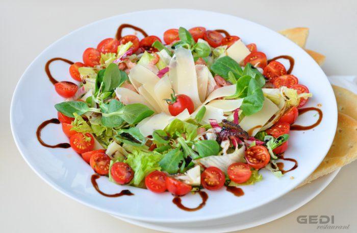 Salata cu parmezan